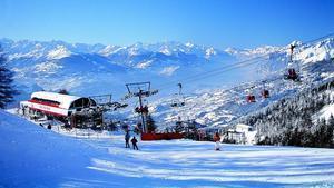 """Una allau sepulta """"diverses persones"""" en una pista d'esquí a Suïssa"""