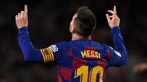 Leo Messi da las gracias al cielo cuando son muchos los que lo consideran 'D10S'