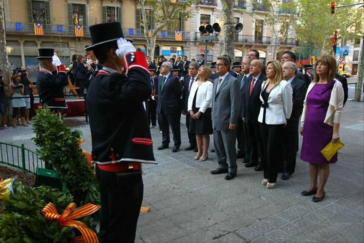 Ofrenda floral del Govern al monumento a Rafael Casanova.