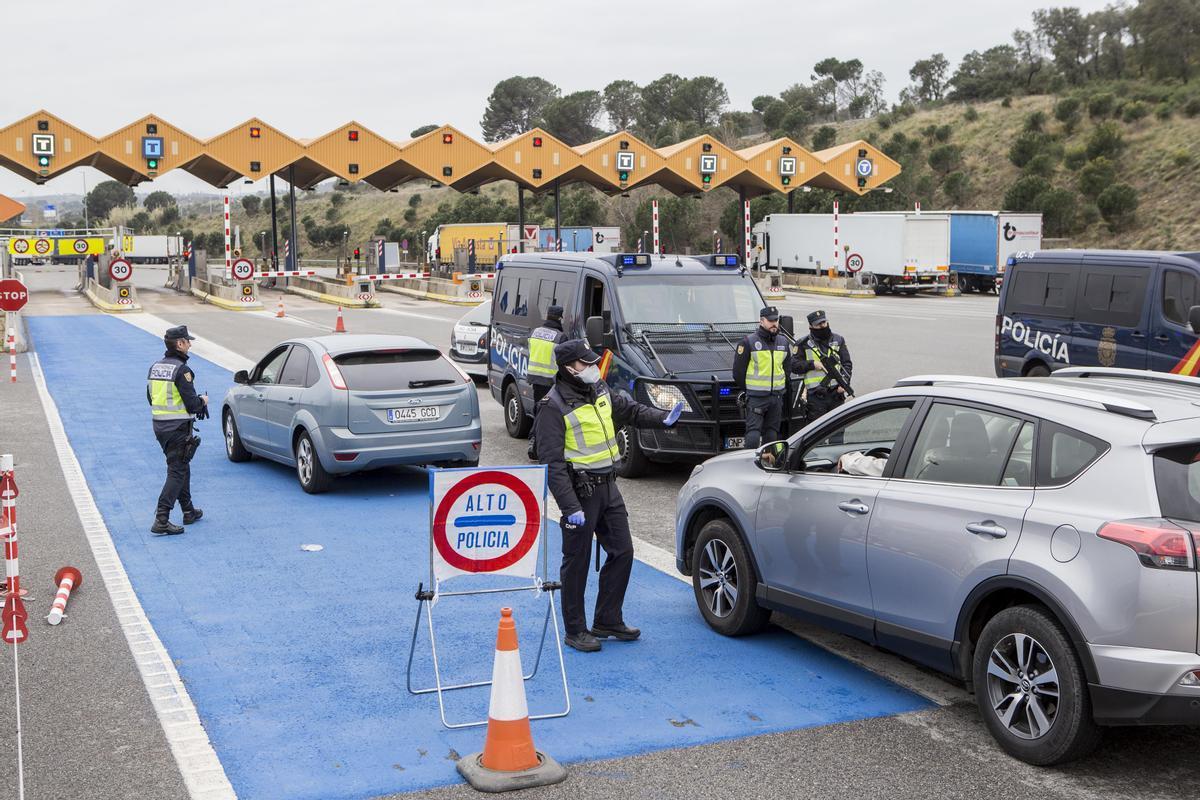 Controles de frontera de la policía en la AP-7.
