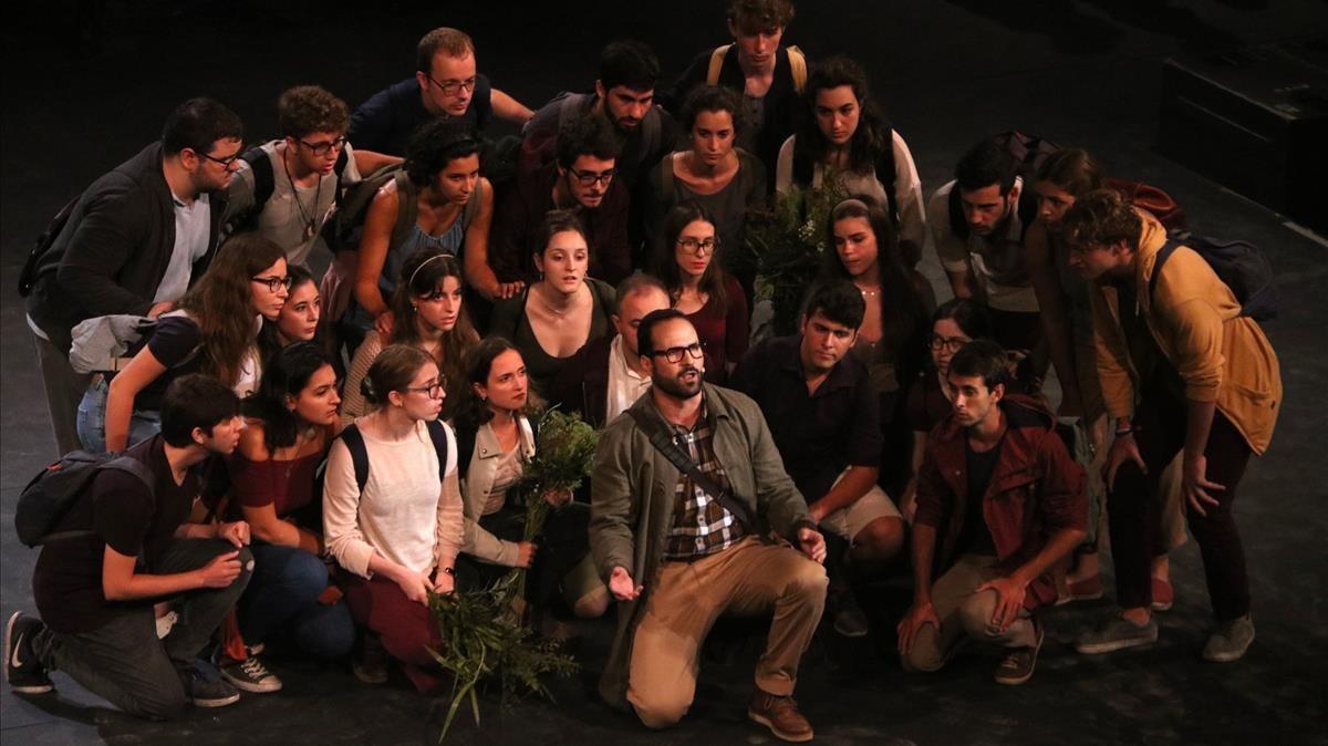 Un momento de la representación de 'El monstre al laberint', en el Teatre Grec