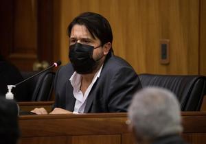El brasileño Marcelo Hofke, exejecutivo de la empresa constructora Odebrecht, habla como testigo en el juicio por sobornos.