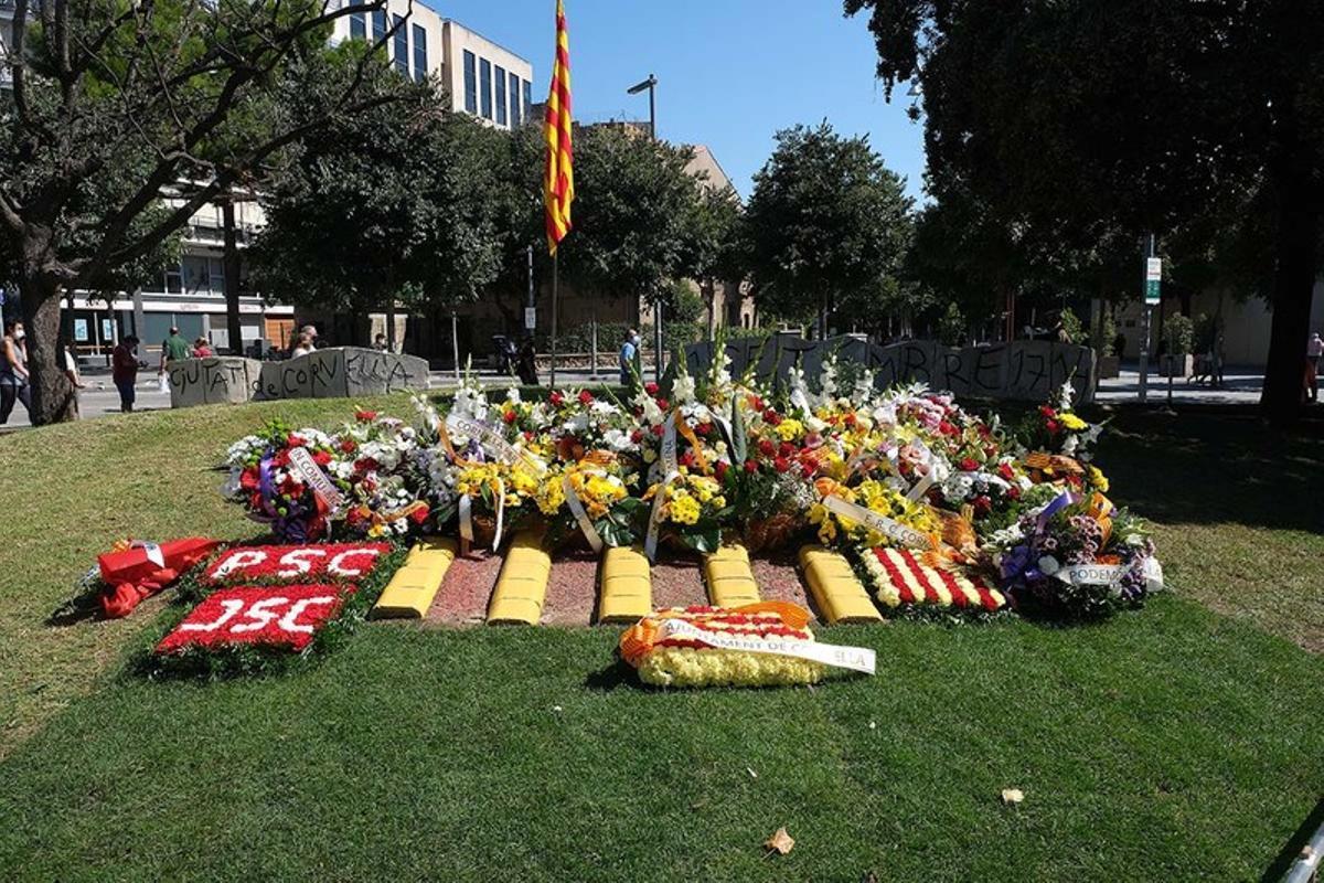 Ofrenda floral con motivo de la Diada de Catalunya en Cornellà
