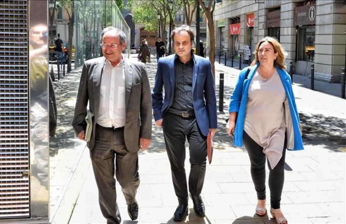 Jaume Asens y Joan Linares, este martes, a su llegada a la reunión del Consorci.