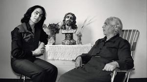 Violeta la Burra y su madre, en 1979.