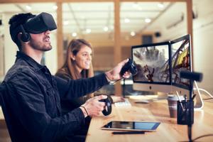 Clase de realidad virtual en el grado de Multimedia. Aplicaciones y Videojuegos de la UVic.