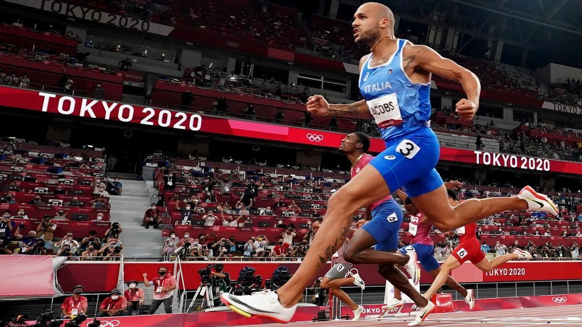 Lamont Jacobs, se ha proclamado campeón olímpico, ahora en 100 metros, con una marca de 9.80