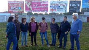 Piden retirar un anuncio de prostitución en un campo de fútbol