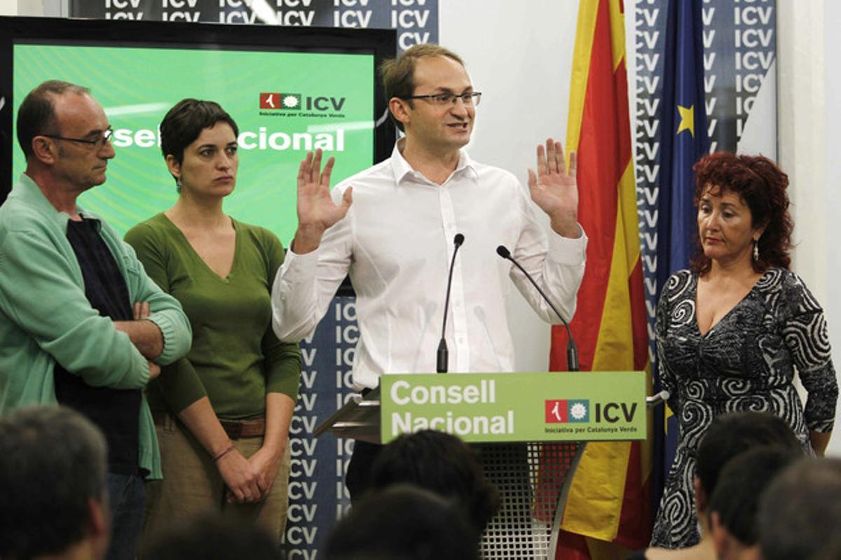 El candidato de ICV-EUiA a la presidencia de la Generalitat, Joan Herrera, durante su intervención este sábado tras ser proclamado cabeza de lista por Barcelona.