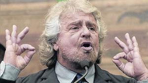 Grillo compareix davant la premsa després de la trobada amb Renzi, ahir.