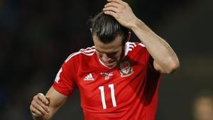 Gareth Bale y su pareja están preocupados por los problemas que ha sufrido su familia por una 'guerra de bandas'.