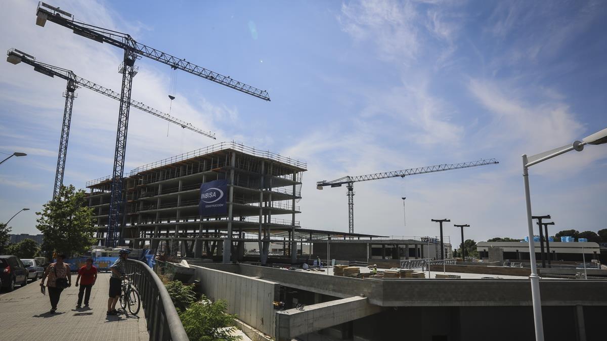 El centro comercial de Equilis en construcción.