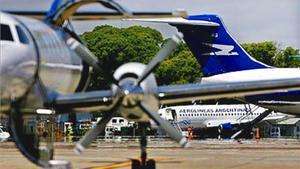 Avions d'Aerolíneas Argentinas en un aeroport de Buenos Aires.