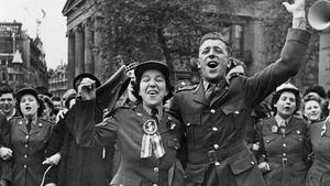 Celebración del Día de la Victoria (V-Day) en Londres, en 1945.