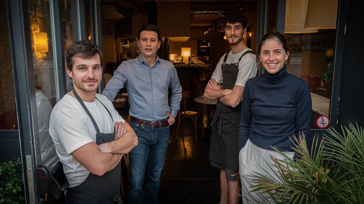 Giacomo Hassan, David Amat, Jorri Mirra e Inés Miró-Sans, en la Bodega Bonay.