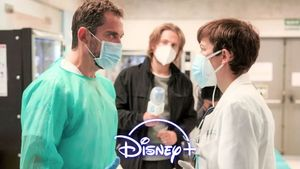 Escena de 'Besos al aire', serie que estrenará Disney+ en marzo