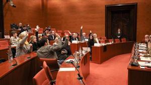 Junts pel Sí y 'comuns' apoyan el recurso al artículo 155, este miércoles en el Parlament.