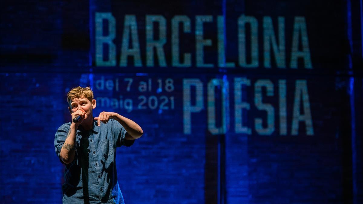 Kae Tempest en un momento de su actuación en el Festival de Poesia de Barcelona.