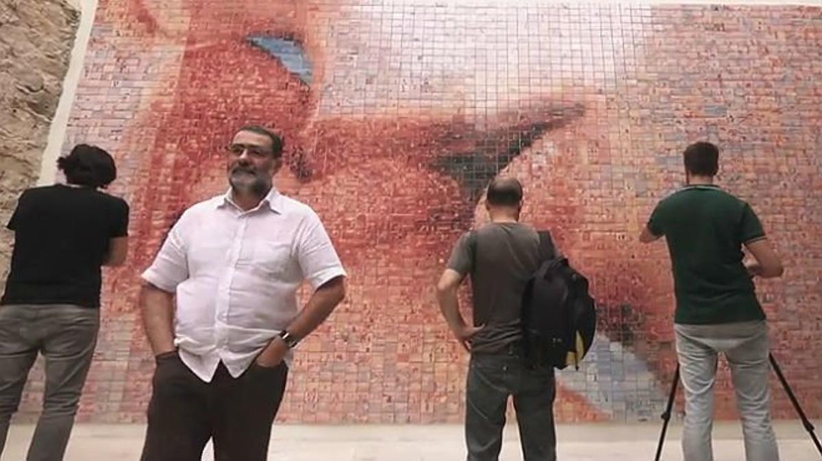 'El món neix en cada besada', el fotomosaico de Joan Fontcuberta.