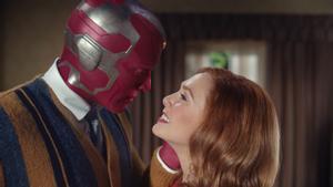 Paul Bettany (Visión) y Elizabeth Olsen (Wanda) en la primera gran serie de Marvel para Disney+.