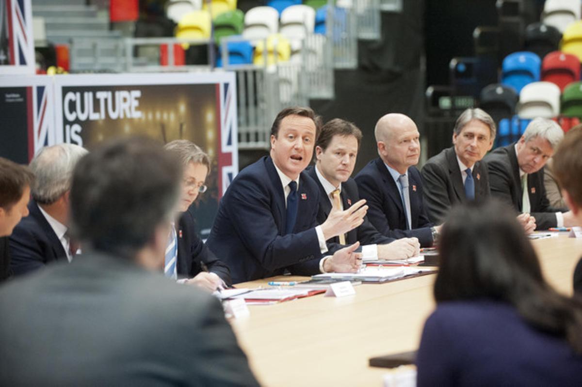 El primer ministro británico, David Cameron, en el centro, con su Gabinete.