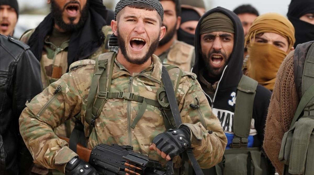 Soldados del Ejército Libre Sirio que participan en la ofensiva turca contra los kurdos de Afrín.