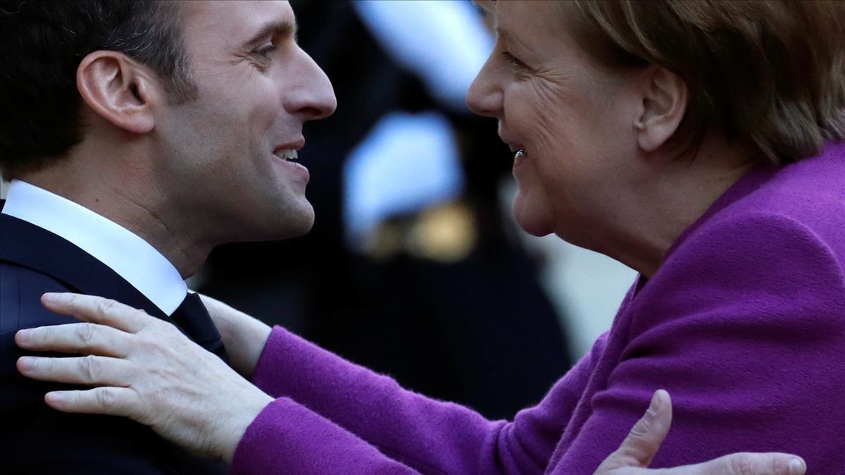 Macron recibe a Merkel en el Elíseo.