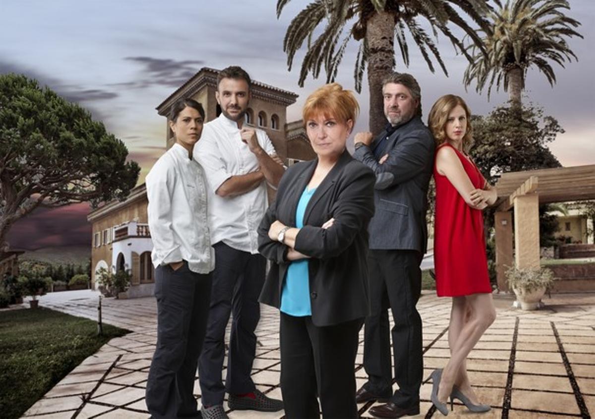 Algunos de los protagonistas del serial 'La Riera', con Mercedes Sampietro al frente.