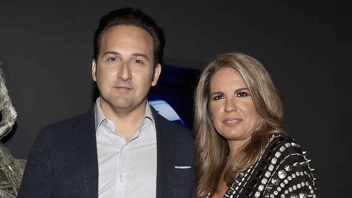 Iker Jiménez respon sense embuts a l'espectador que va dir feixista a la seva dona, Carmen Porter