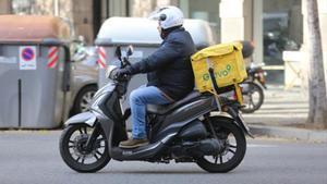 Otro motociclista de Glovo, el 29 de noviembre en la capital.