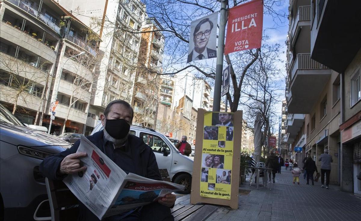 Los partidos independentistas firman no pactar con el PSC. En la foto, carteles electorales del PSC y ERC en la calle de Pi i Maragall de Gràcia.