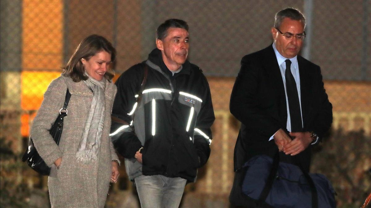 Ignacio González a su salida de la cárcel de Soto del Real.