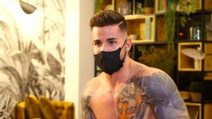 Álex Bueno ('La isla de las tentaciones') revela l'enorme quantitat que li han ofert per tenir sexe amb un home