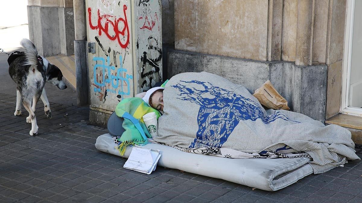 Trobat a Madrid el cadàver d'un sensesostre al carrer