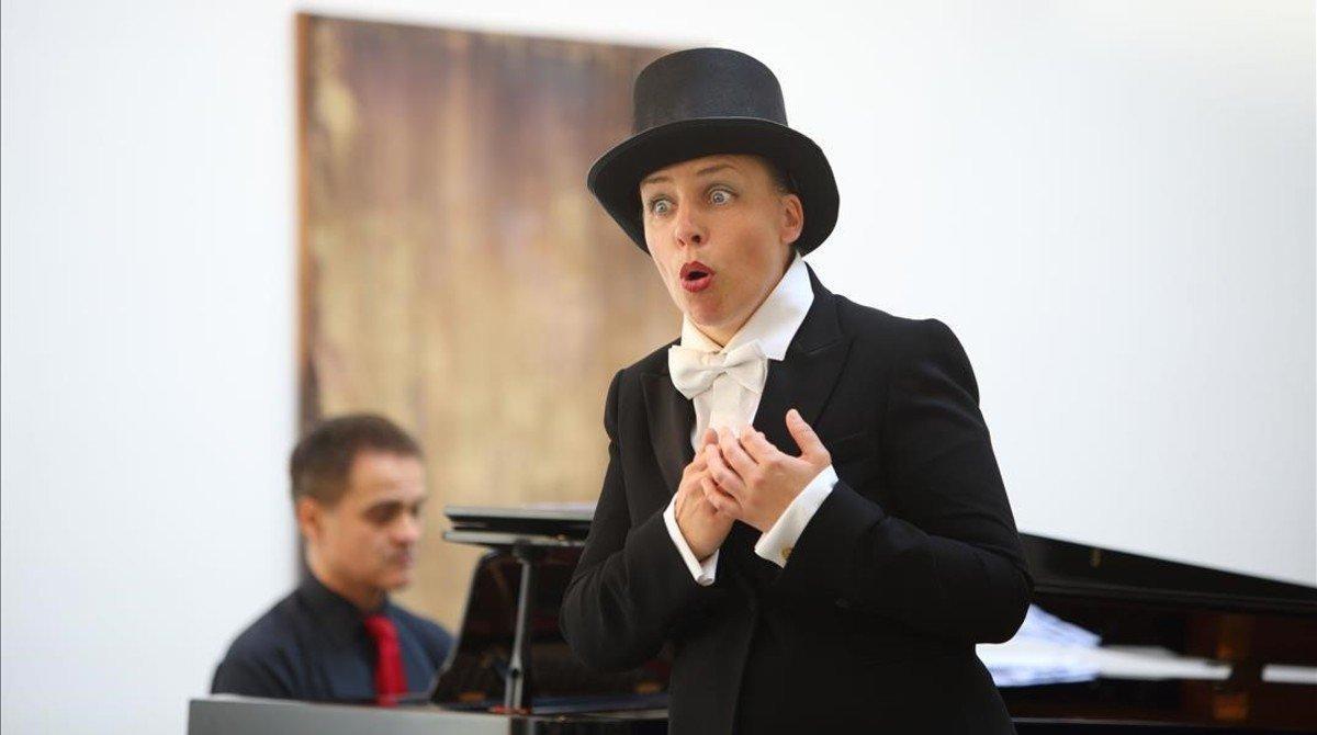 La soprano Ulrike Haller acompañada al piano por Josep Surinyac,en un recital-aperitivo del festival LIFE Victoria Barcelona.