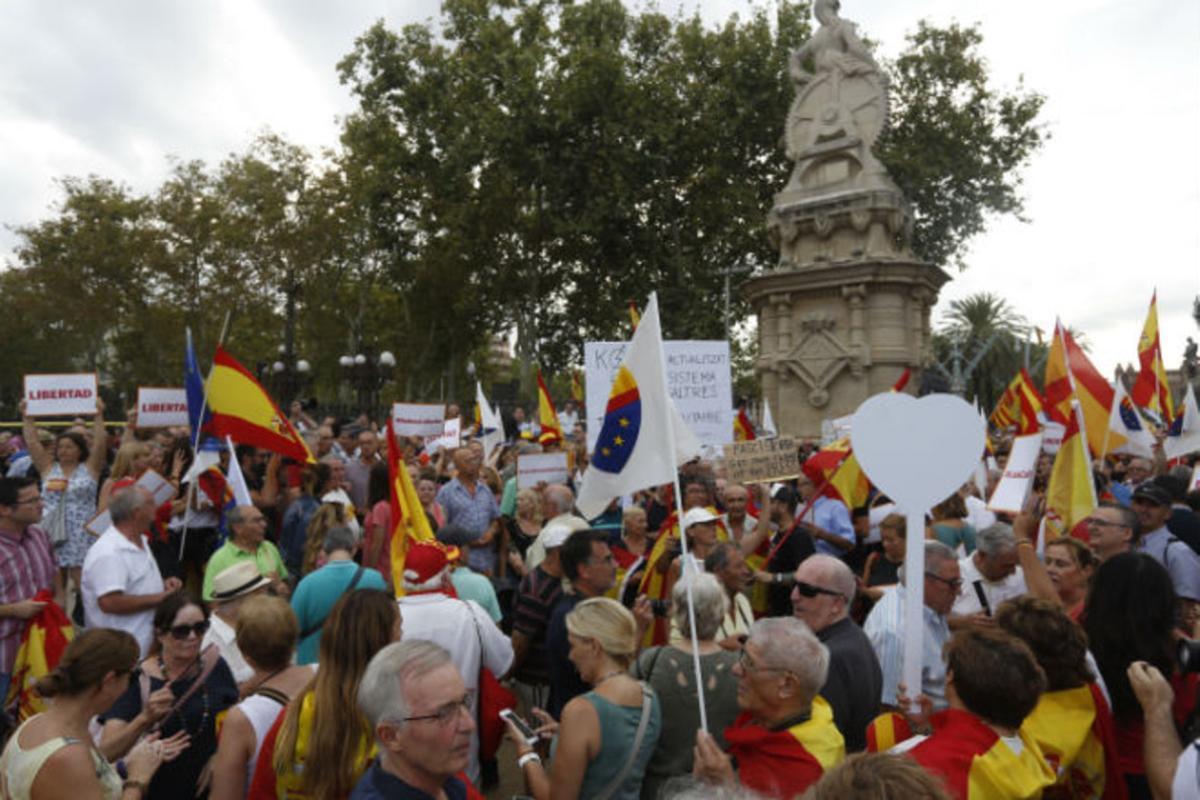 Agredido un cámara de Telemadrid en la manifestación de Cs en la Ciutadella