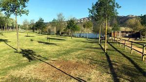 La zona del parque dels Estanys, en Platja d'Aro, donde estaba instalado el monolito que ahora ha desaparecido.