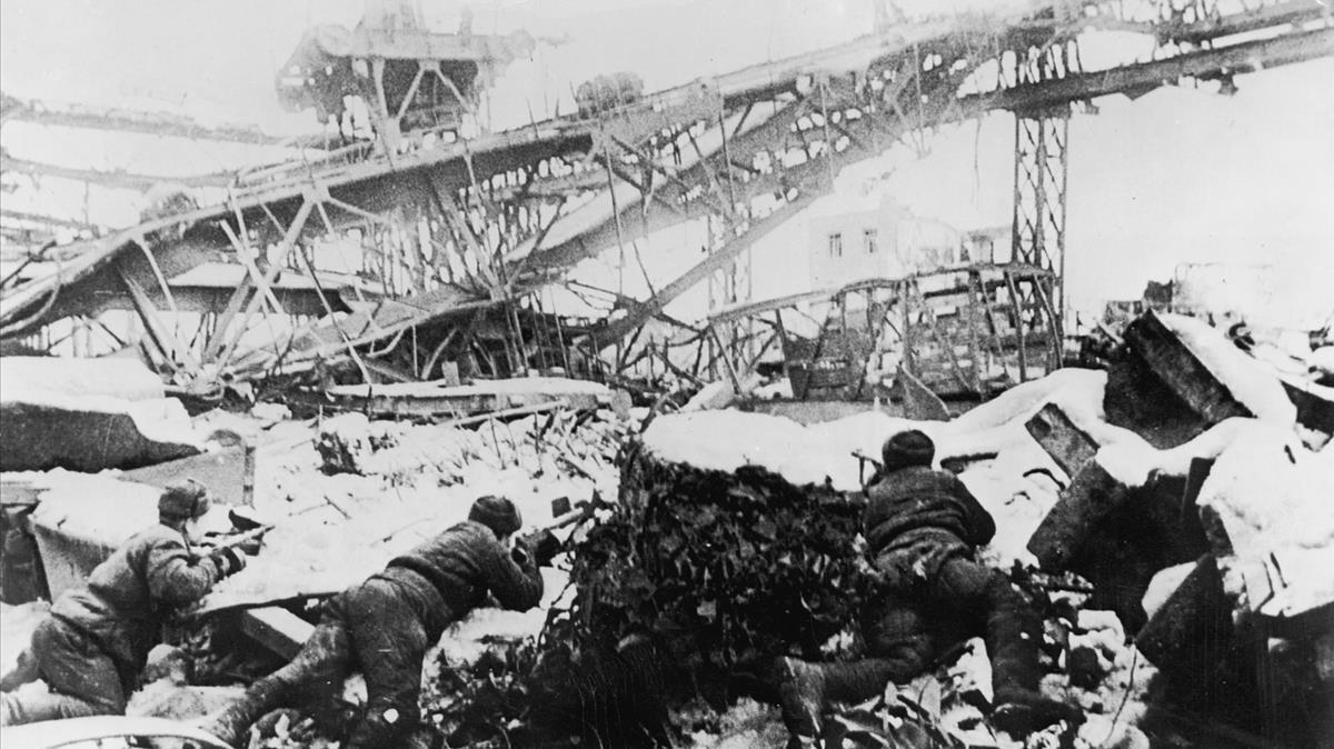 Soldados rusos luchando en Stalingrado.