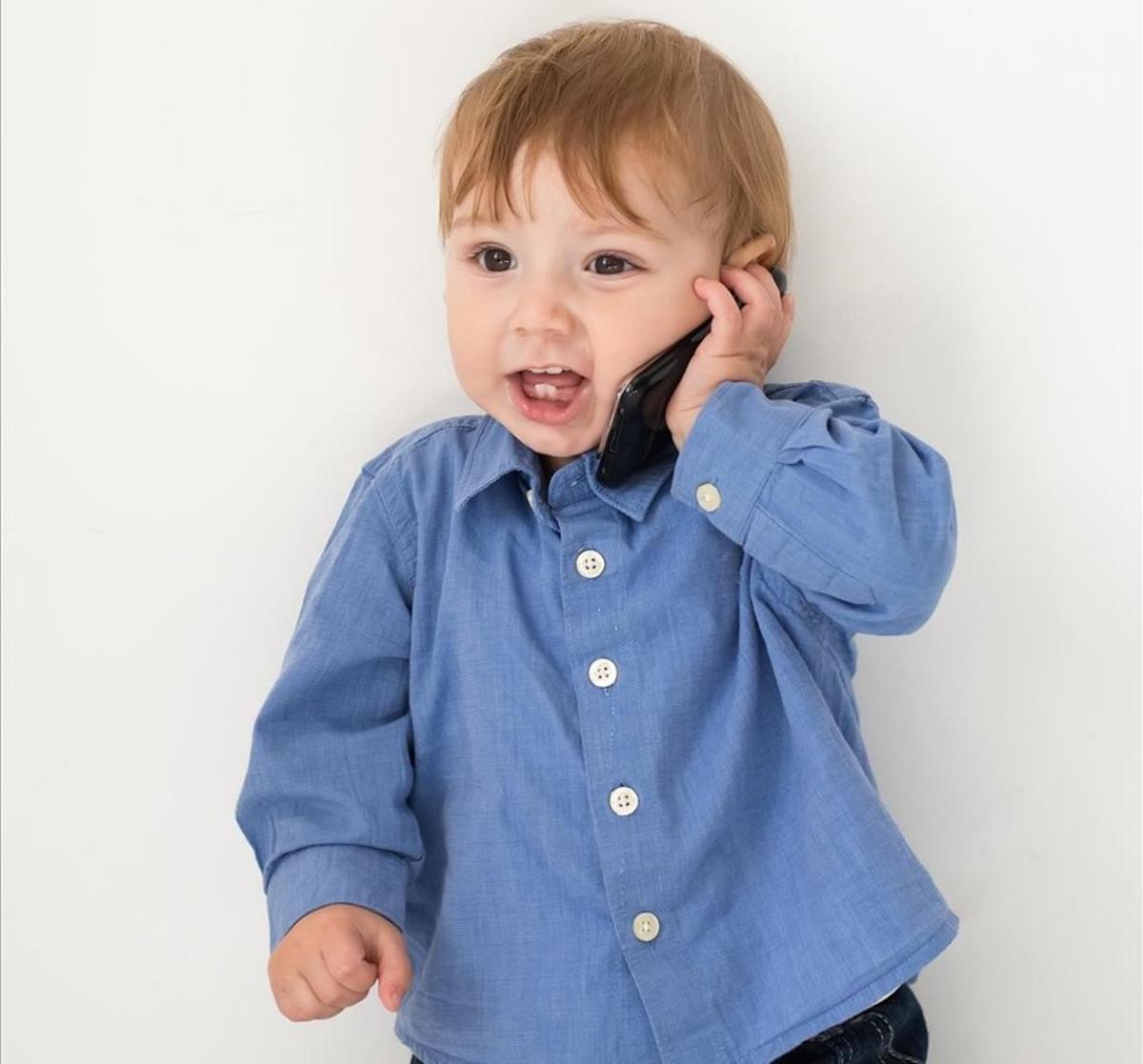 ¡Alerta!: niños con móvil