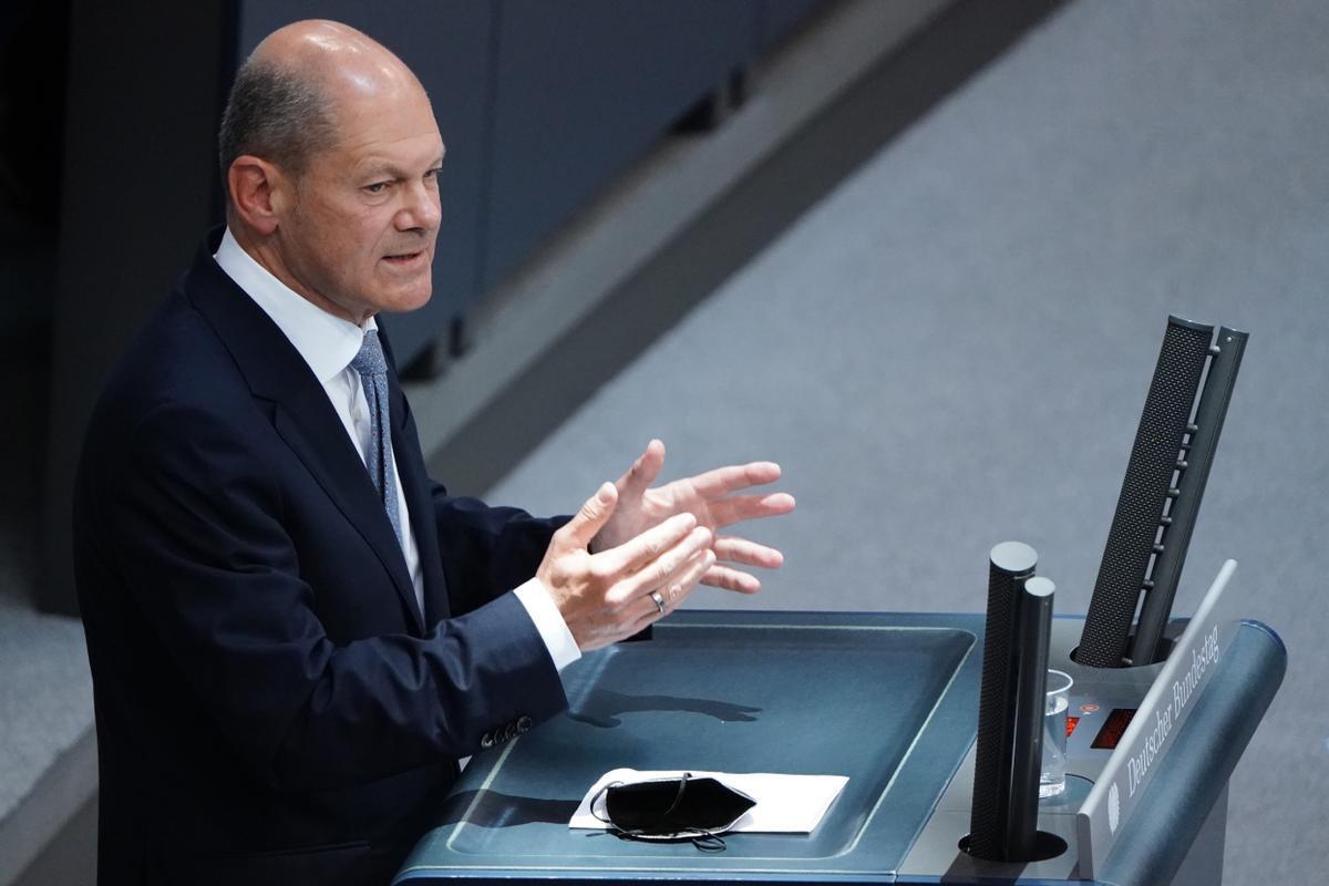 El candidato a canciller del SPD da un discurso ante el Parlamento alemán.