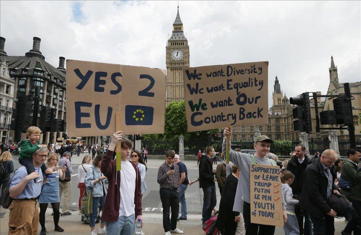 Opositores al Brexit en Parliament Square, el sábado.