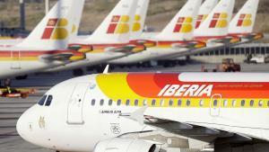 Imagen de archivo de aviones de Iberia, una de las aerolíneas que forman parte del grupo empresarial IAG.