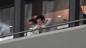 Messi asiste desde un palco del Wanda Metropolitano al duelo contra España.