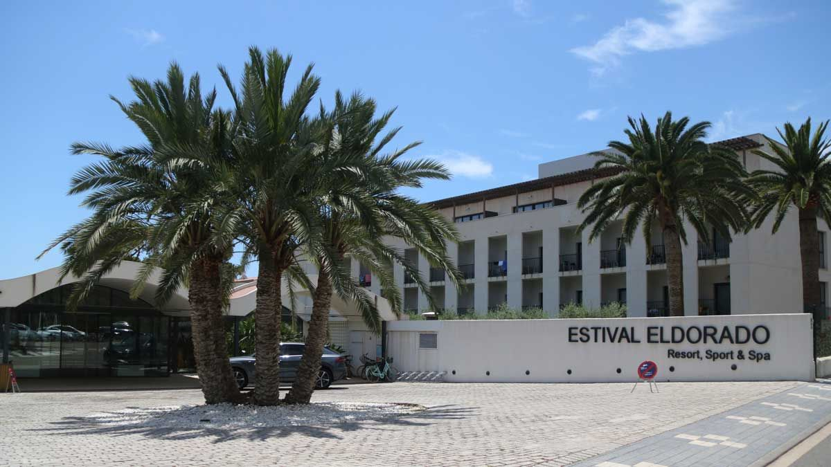 Exterior del Hotel Estival Eldorado de Cambrils, en el que un joven ha arrancado los dos ojos a un empleado.