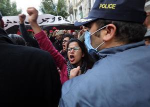 Manifestación de heridos durante la revuelta que obligó a huir de Túnez el dictador Ben Alí