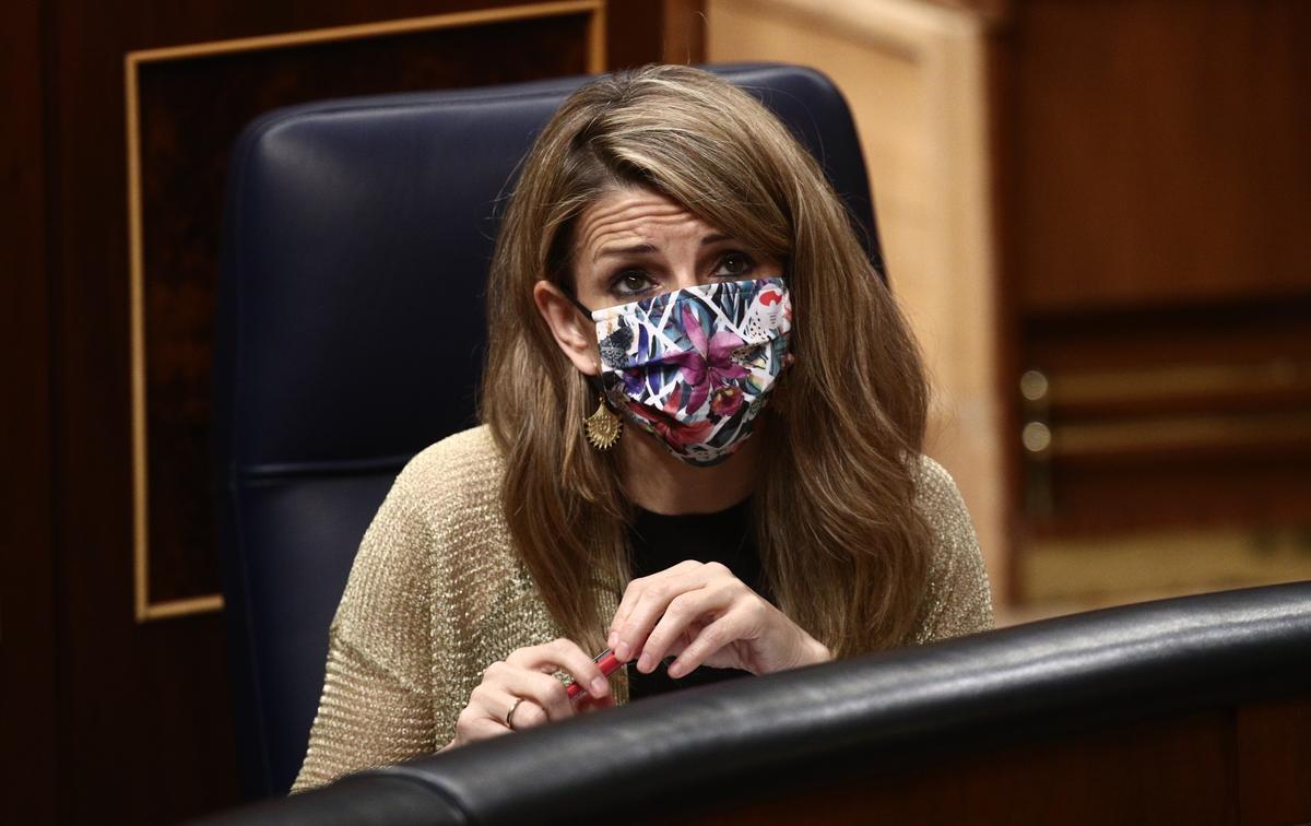 La ministra de Trabajo, Yolanda Díaz, durante una sesión en el Congreso de los Diputados.