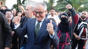 Josep Bou en medio de una protesta independentista contra la presencia del Rey en Barcelona.