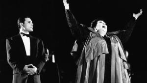 Freddie Mercury yMontserrat Caballé, durante la interpretación de 'Barcelona' en octubre de 1988.