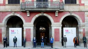 Foto de familia de los candidatos del 14-F en la jornada de reflexión. De izquierda a derecha: Ignacio Garriga (Vox), Alejandro Fernández (PPC), Jéssica Albiach (En Comu-Podem), Pere Aragonés (ERC),  Carles Carrizosa (Ciudadanos), Àngels Chacon (PDeCAT), Salvador Lila (PSC), Dolors Sabater (CUP)  y Laura Borràs (JxCAT).