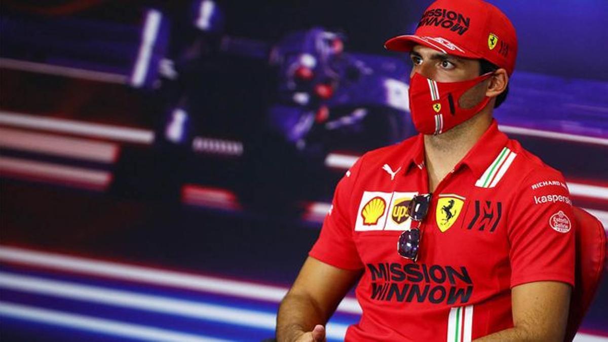 Carlos Sainz, en los boxes.